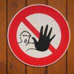 職場で嫌われてるかも!?自分は嫌われていると感じる人が確認すべき4つのサイン!